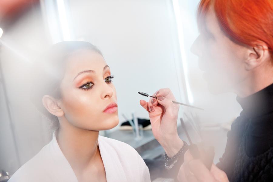 reportage backstage lors d'une campagne pour la marque make up for ever