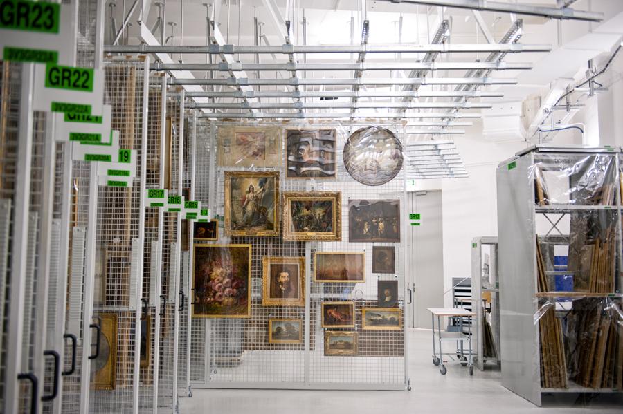 reportage et mise en valeur des réserves du musée du petit palais à paris