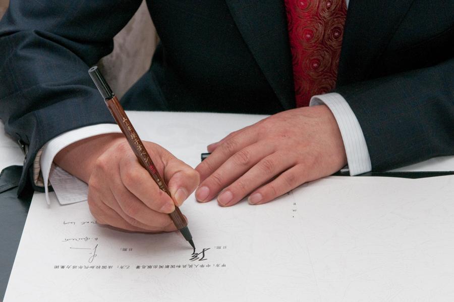 Signature de contrat entre dirigeants