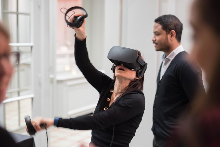 jeux de réalité virtuel lors d'un cocktail dinatoire au Cercle d'Aumale à Paris