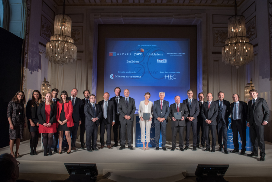 photo de groupe durant les remises de prix du Club des Trentes