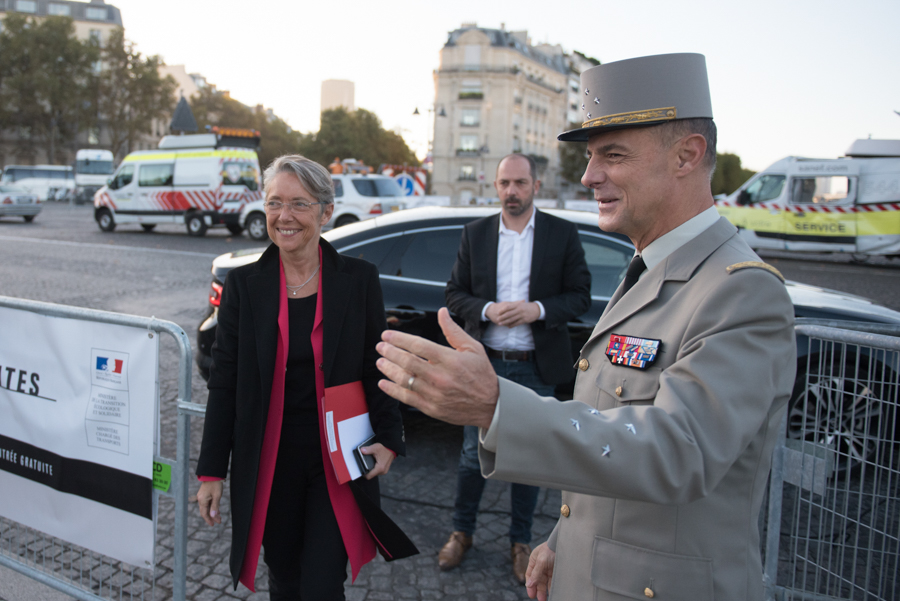 Élisabeth Borne Ministre de l'Écologie, du Développement durable et de l'Énergie (2019–2020) durant un déplacement à Paris
