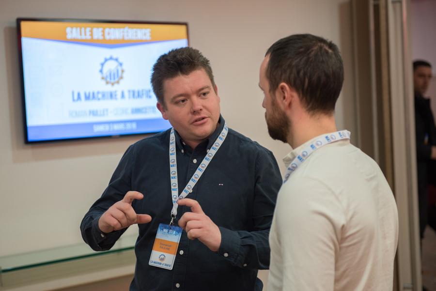 participants discutant durant un séminaire